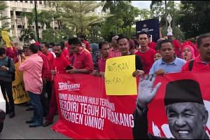 Zahid Hamidi's supporters outside KL court