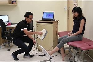 Senior prosthetist and orthotist Tsurayuki Murakami demonstrating the 3D printing process