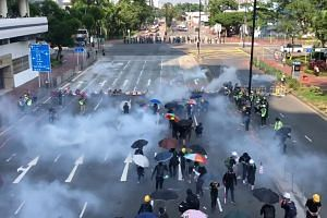 Hong Kong police fire tear gas in Sha Tin on Oct 1