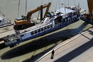 Timelapse of Hungary boat wreckage being pulled out