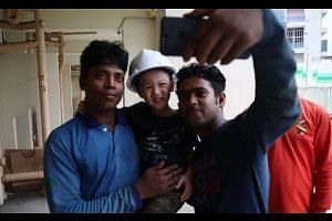Friendship blossoms between 3-year-old boy and foreign workers