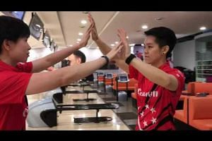 Singapore's national bowlers do the mannequin challenge