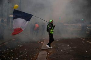 Violent scuffles erupt between police and 'black blocs' in Paris pension reform protest