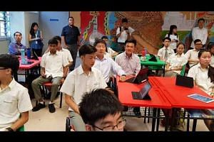 Ng Chee Meng joins Admiralty Secondary students to learn how to use portal