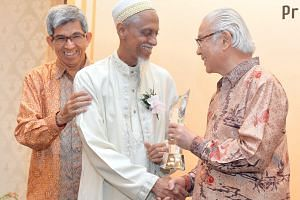 (Right): Mr Izzuddin Taherally receiving Muis' Excellent Service award from President Tony Tan Keng Yam as Dr Yaacob Ibrahim, Minister-in-charge of Muslim Affairs, looks on. Others who have contributed to Singapore include Mr Ameerali Abdeali (above,