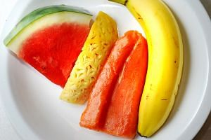 Dietitian Lim Su Lin recommends eating two servings of fruit a day and encourages having a piece of fruit instead of snacks to prevent or reverse non-alcoholic fatty liver disease.