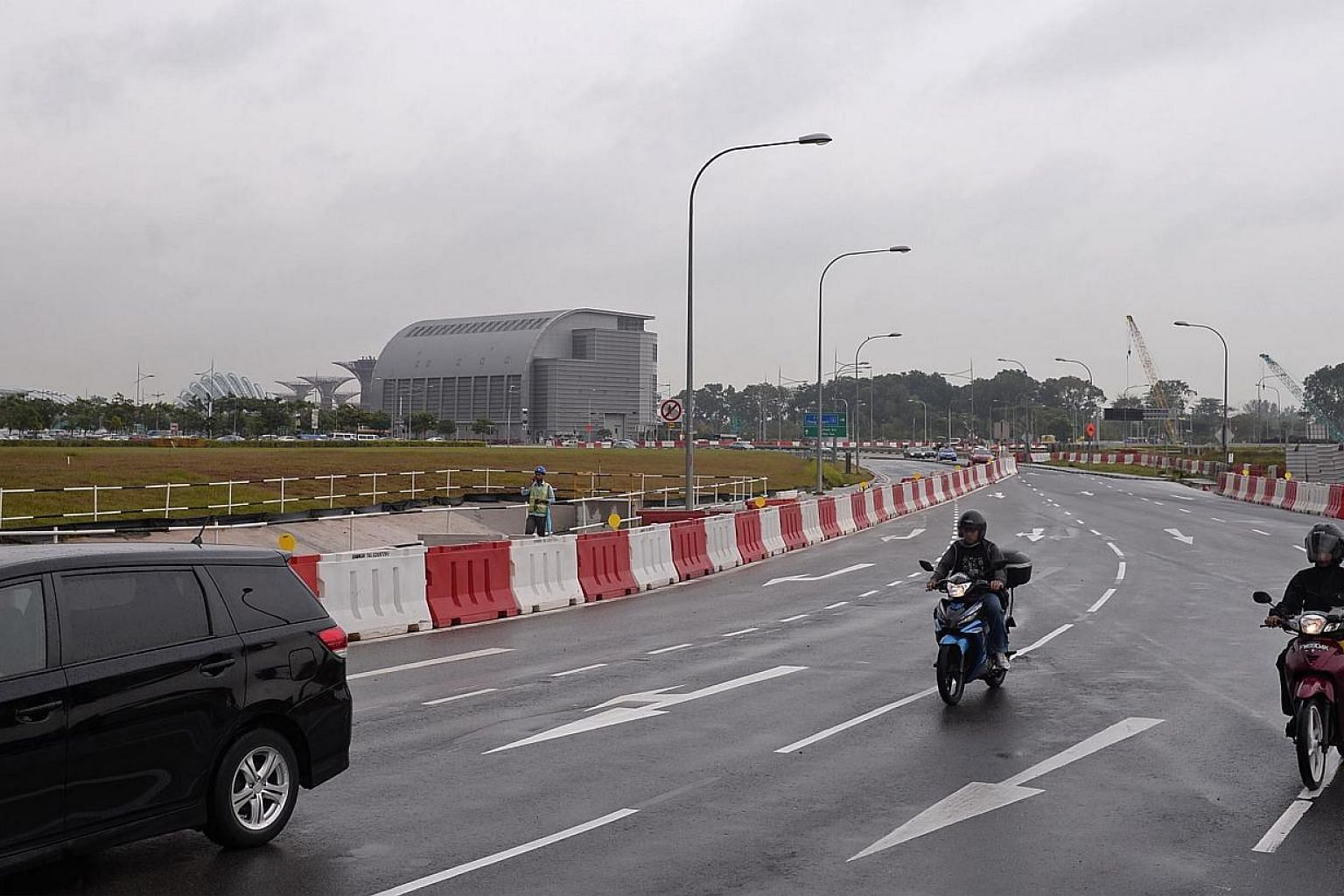 Traffic conditions on Central Boulevard at around 10am on Jan 6, 2013. The road had previously experienced bad congestion during day 2 of the Marina Coastal Expressway opening on Dec 30, 2013.--ST PHOTO: MARK CHEONG