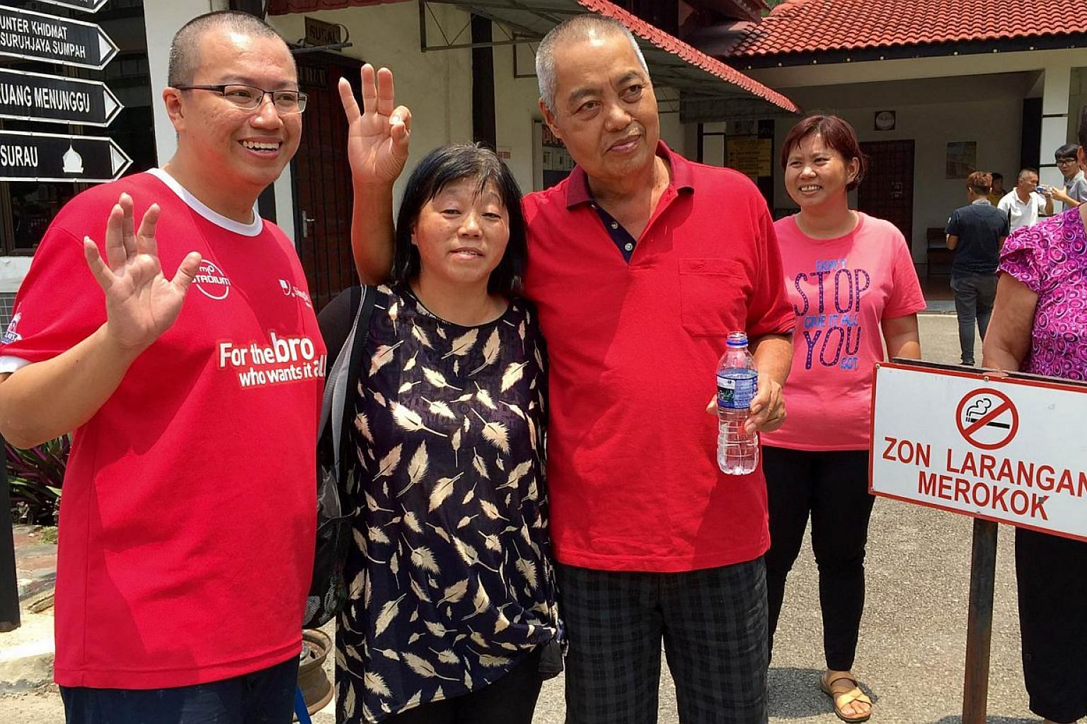 Malaysian Moo He Hong (third from left) and his Singaporean son Moo Wee Keong with his Singaporean wife Kuek Soo Lan (second from left). -- ST PHOTO: SHANNON TEOH