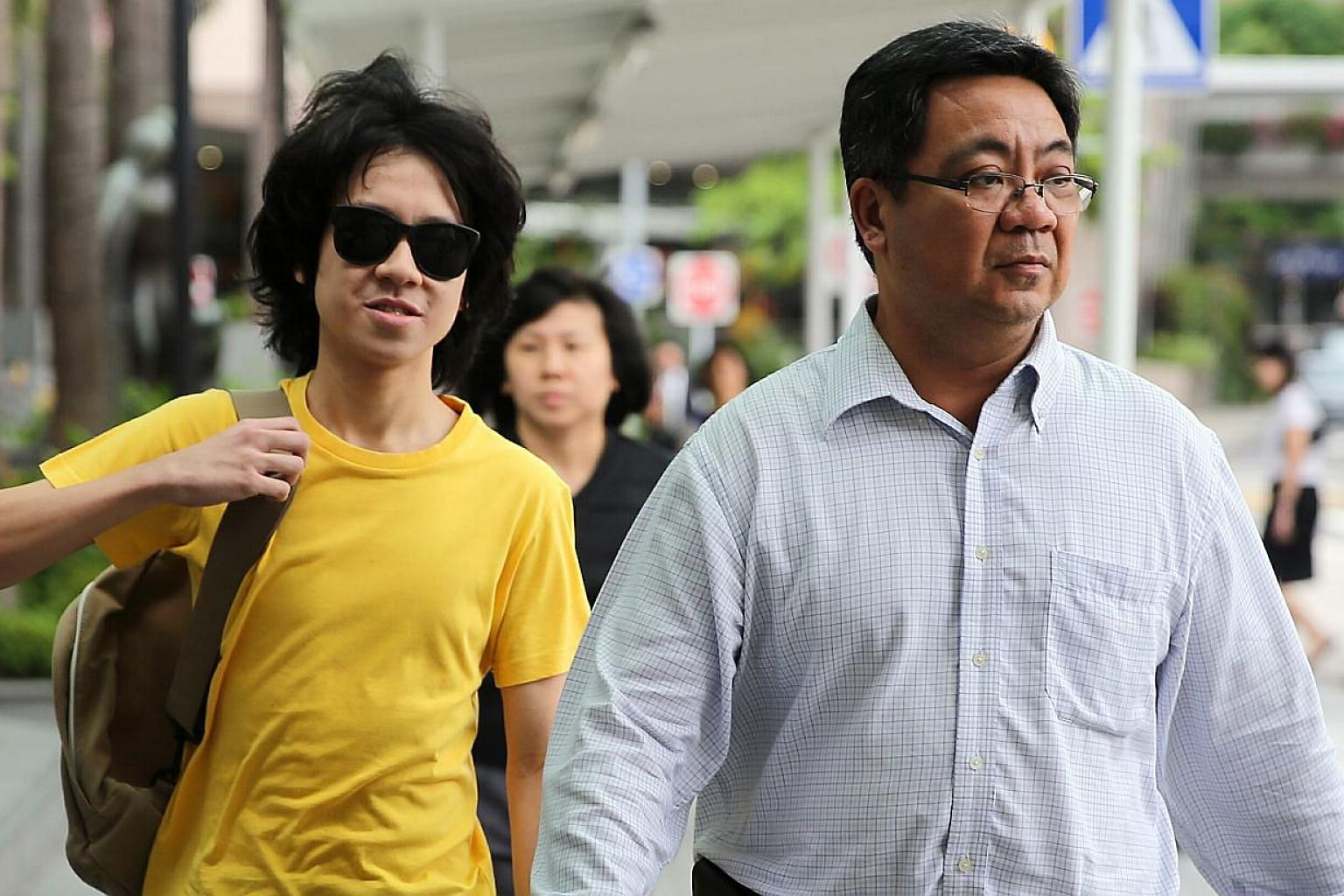 Teenage blogger Amos Yee was back in court on Wednesday for an urgent hearing, after he refused to meet with his assigned probation officer. -- ST PHOTO: WONG KWAI CHOW