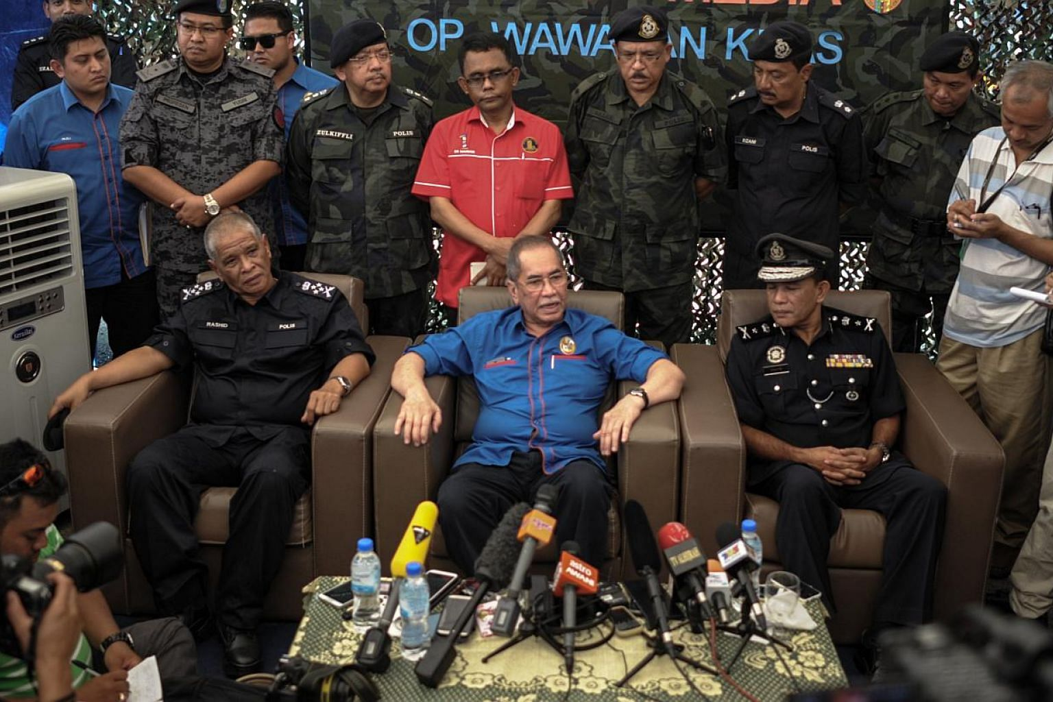 Malaysia's Deputy Home Minister Wan Junaidi Tuanku Jaafar (centre) speaks during a press conference after the government announced the discovery of camps and graves,near the Malaysia-Thailand border in Wang Kelian, on May 28, 2015. -- PHOTO: AFP