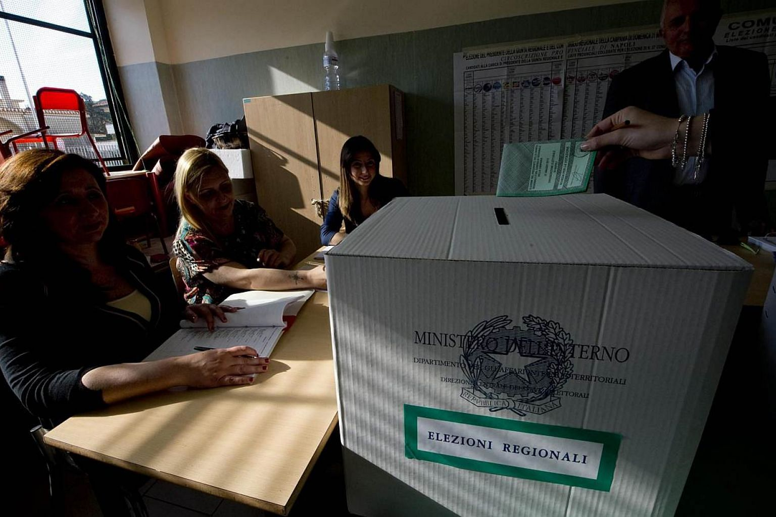 A person casts a vote during regional and municipal elections, at a polling station in Giugliano, near Naples, Italy, on May 31, 2015.Italians voted Sunday in regional elections seen as a key measure of the fading fortunes of ex-premier Silvio