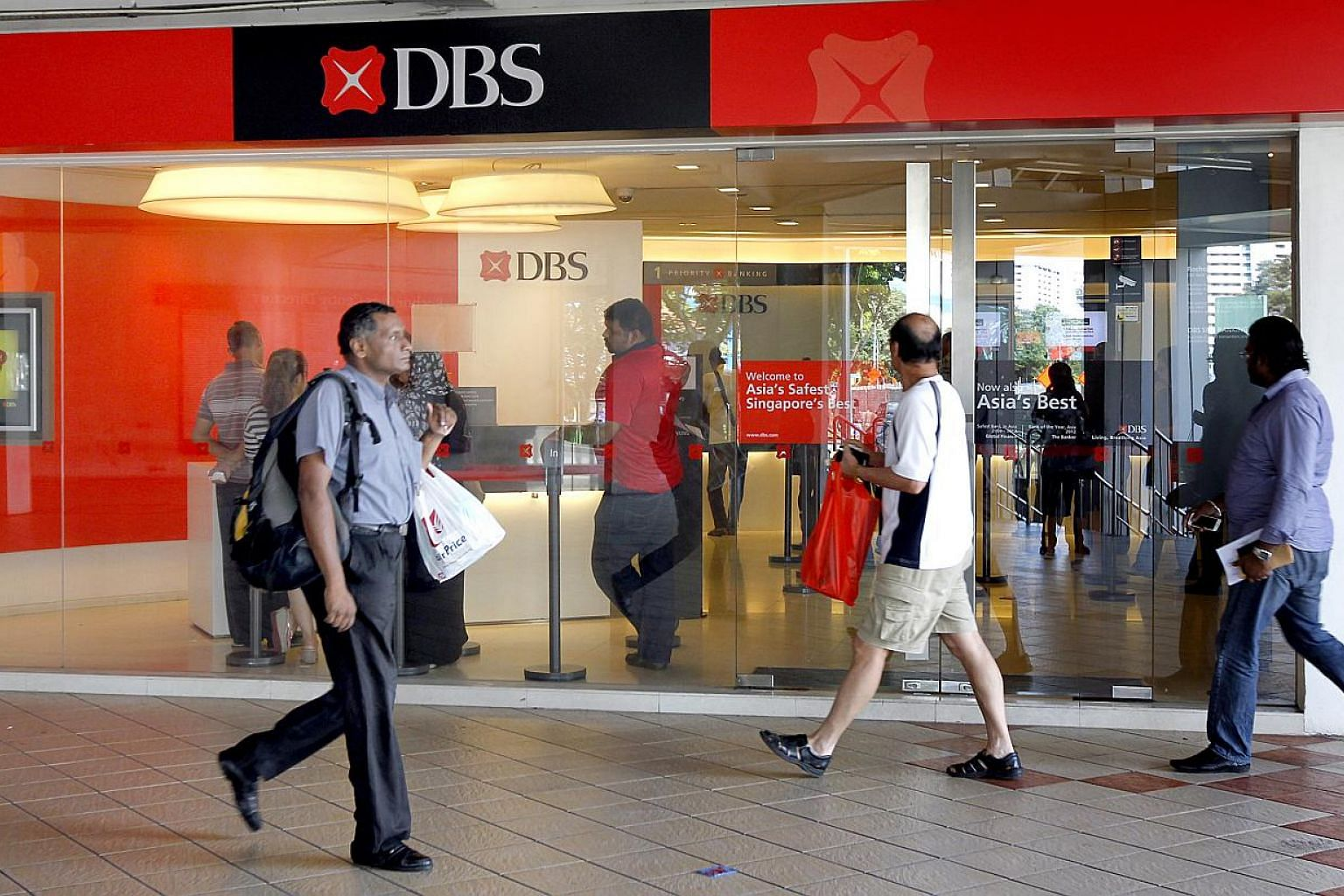 DBS, Southeast Asia's largest bank, has received much-awaited regulatory approval to carry out banking activities in Australia, expanding its presence to 18 markets around the world. -- PHOTO: CHEW SENG KIM