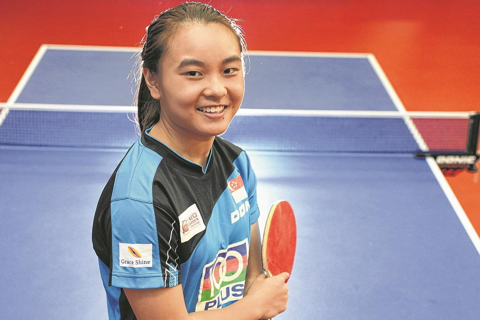 Singapore table tennis player Isabelle Li. Her hopes of making the singles semi-finals were dealt a heavy blow on Wednesday afternoon when she lost 2-3 to Vietnam's Nguyen Thi Nga. -- ST PHOTO: DESMOND FOO