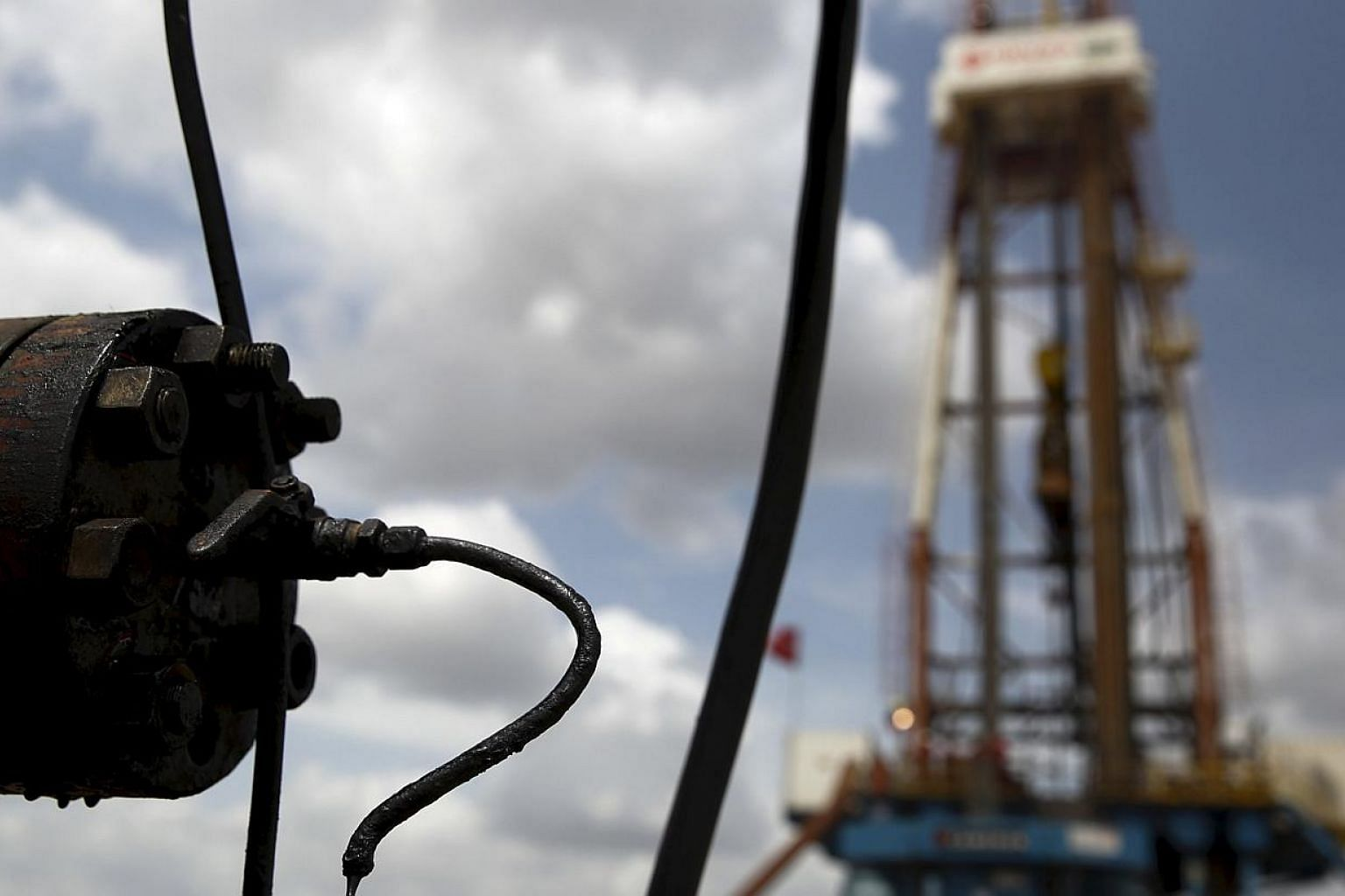 Crude oil drips from a valve at an oil well operated in Venezuela. Oil ministers from Iraq, Venezuela and Angola said in Vienna this week that a price of US$75 or US$80 a barrel could be just fine. -- PHOTO: REUTERS