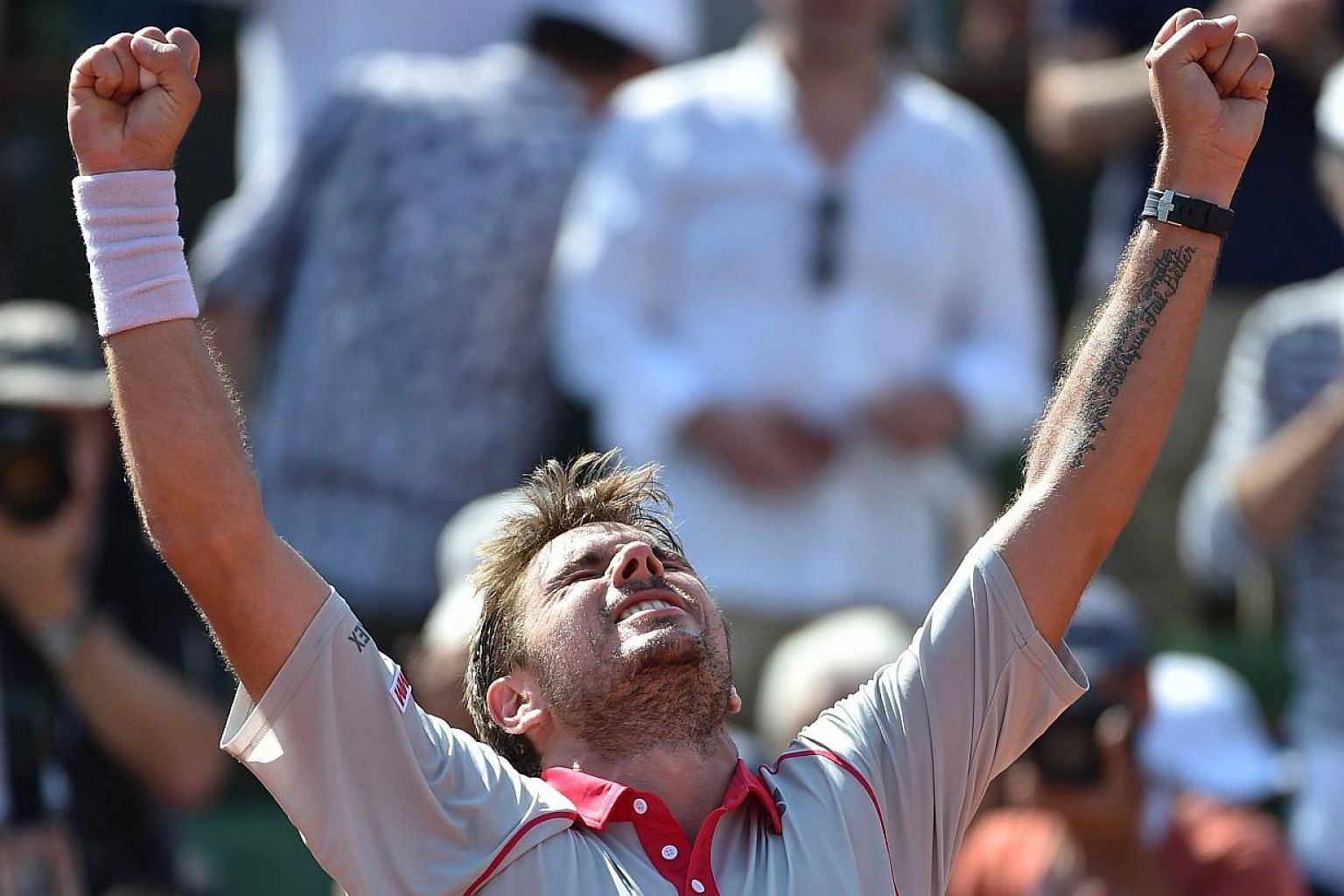 Switzerland's Stanislas Wawrinka celebrates after winning his match against France's Jo-Wilfried Tsonga during their men's semi-final match of the Roland Garros 2015 French Tennis Open in Paris on June 5, 2015. -- PHOTO: AFP