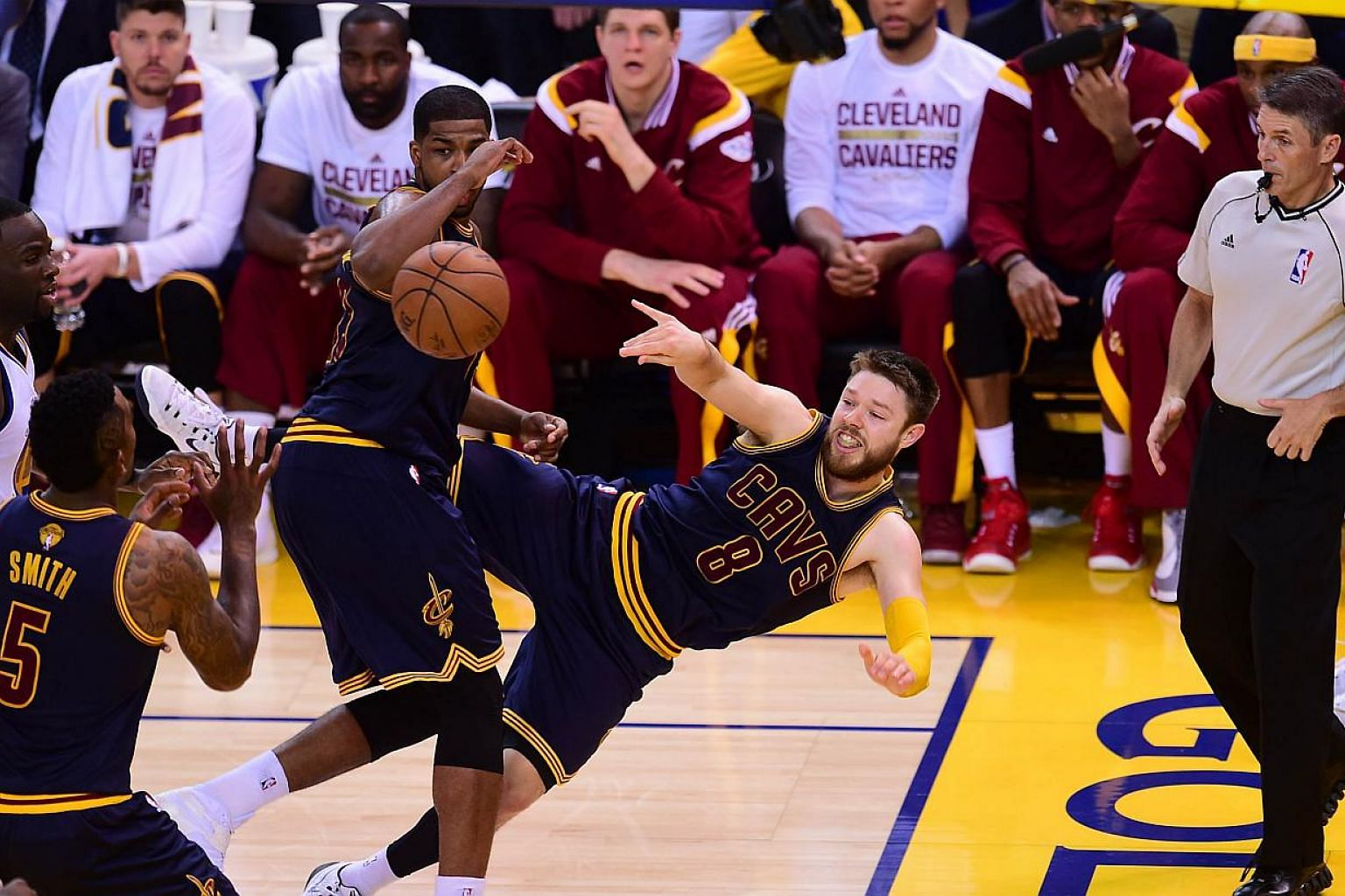 Matthew Dellavedova goes horizontal for the Cleveland Cavaliers against the Golden State Warriors during Game 2 of the 2015 NBA Finals on June 7, 2015 in Oakland, California. -- PHOTO: AFP