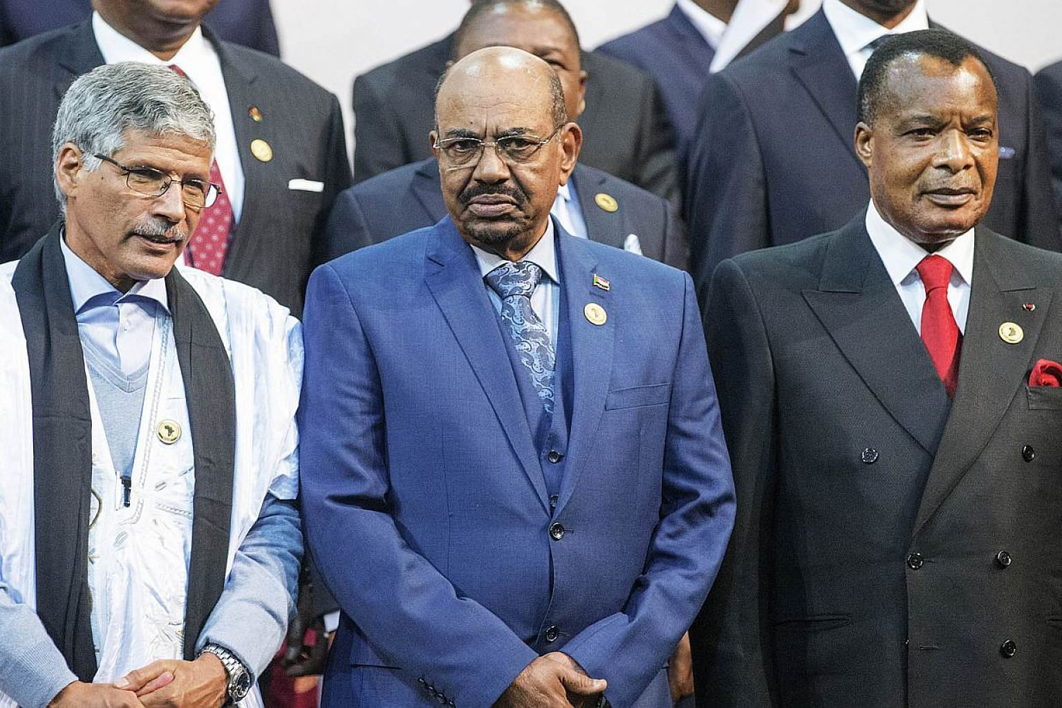 Sudanese President Omar al-Bashir (centre), Congo's President Denis Sasso-Nguesso (right) and Prime Minister of the Sahrawi Arab Democratic Republic Abdelkader Taleb Oumar (left) pose during a photo call at the 25th African Union Summit in Sandton, S