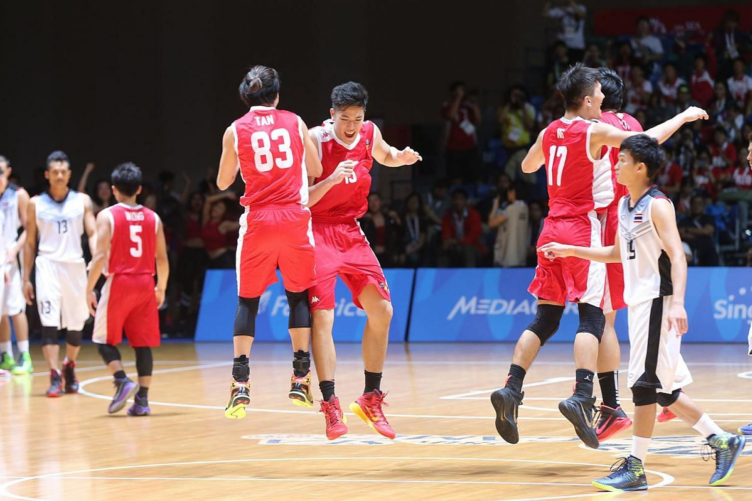 Singapore's male cagers edged out Thailand in a thrilling 54-49 win to clinch the bronze medal on June 15, 2015. -- ST PHOTO: ONG WEE JIN