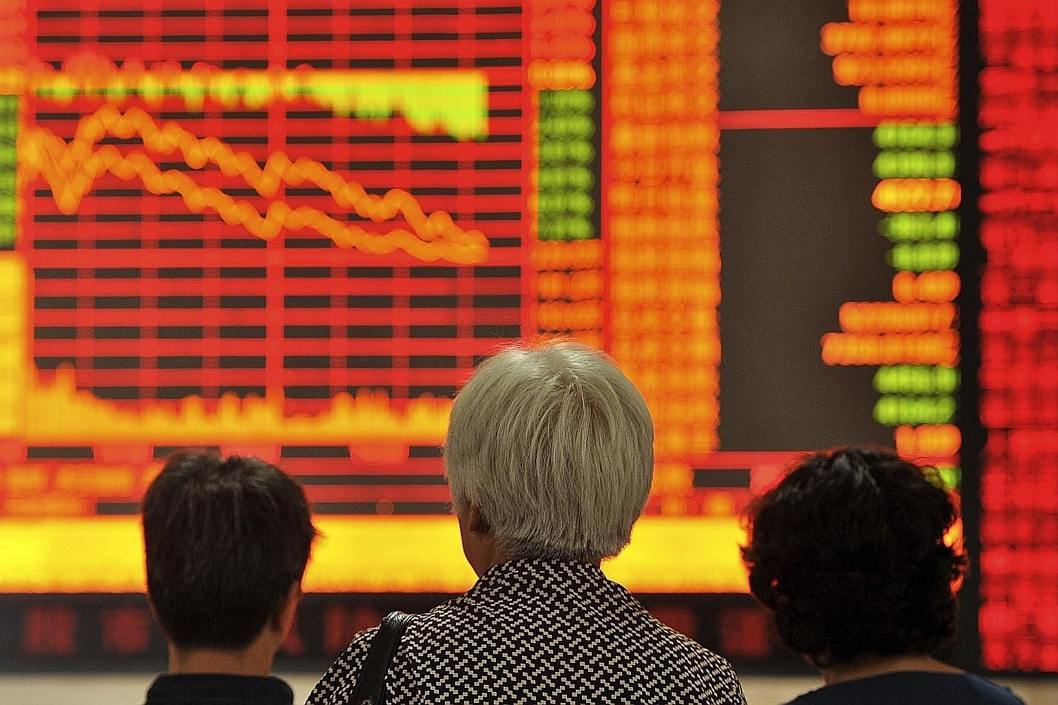 Investors studying an electronic board showing stock information yesterday at a brokerage house in Fuyang, Anhui province. China stocks yesterday posted some of their worst losses in seven years.