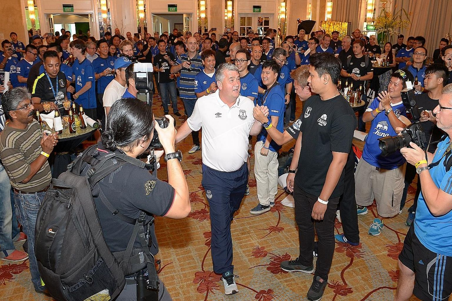 Everton ambassador Ian Snodin is the centre of attention at a fans' event to celebrate the club's partnership with Chang Beer at the InterContinental Hotel yesterday.