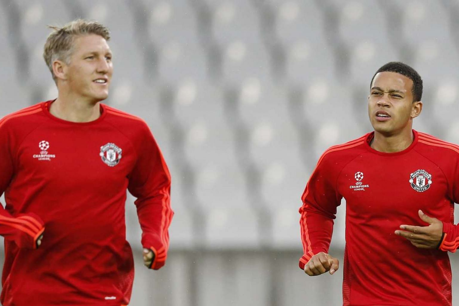 Manchester United's Bastian Schweinsteiger (left) and Memphis Depay during training. Depay, who moved to Man United from PSV Eindhoven in the summer, will be looking to make his mark against his former club.