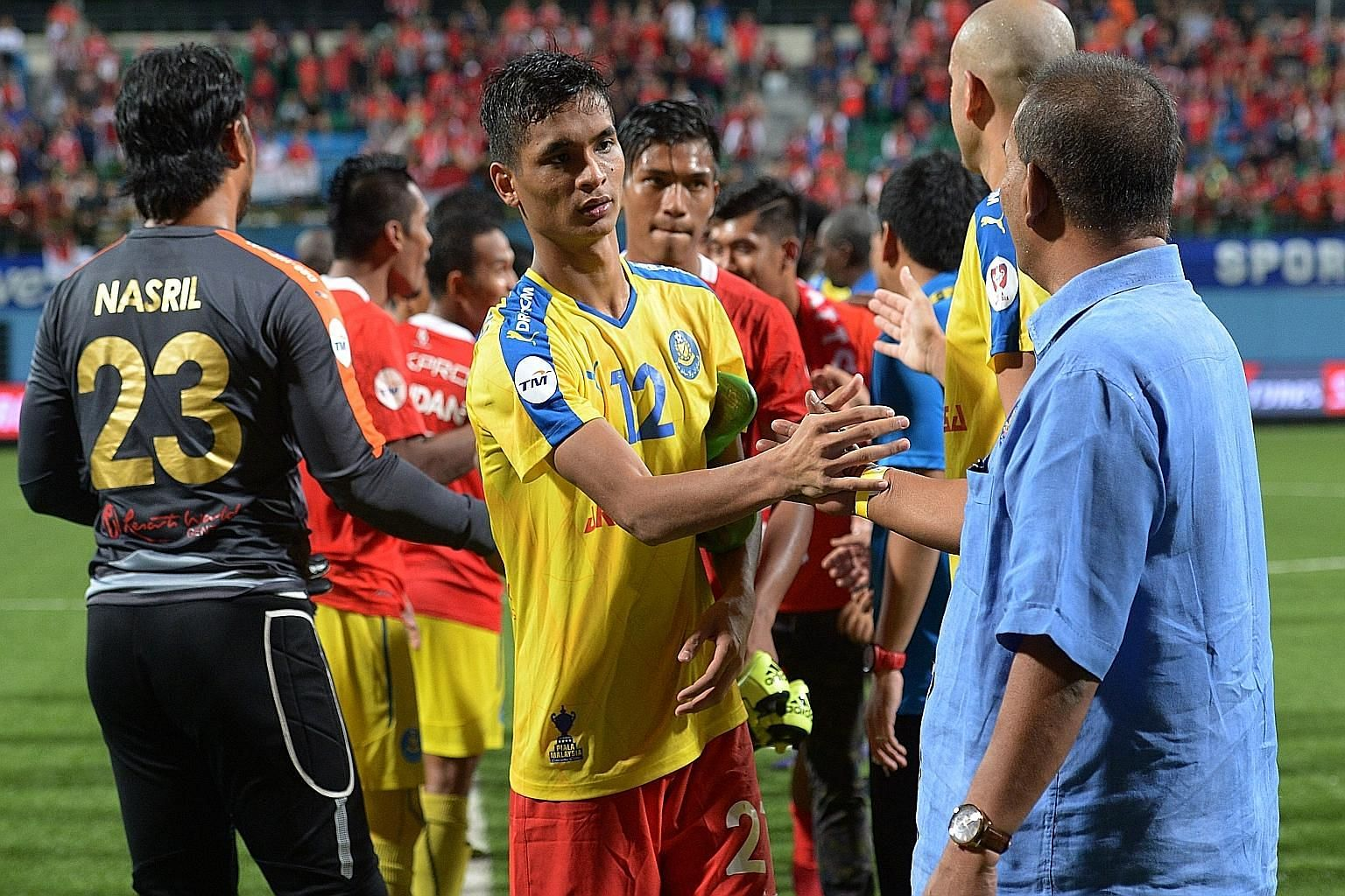 Safuwan Baharudin shaking the hands of Pahang players and officials, who gave a guard of honour to the LionsXII squad and coaching staff after the final whistle.