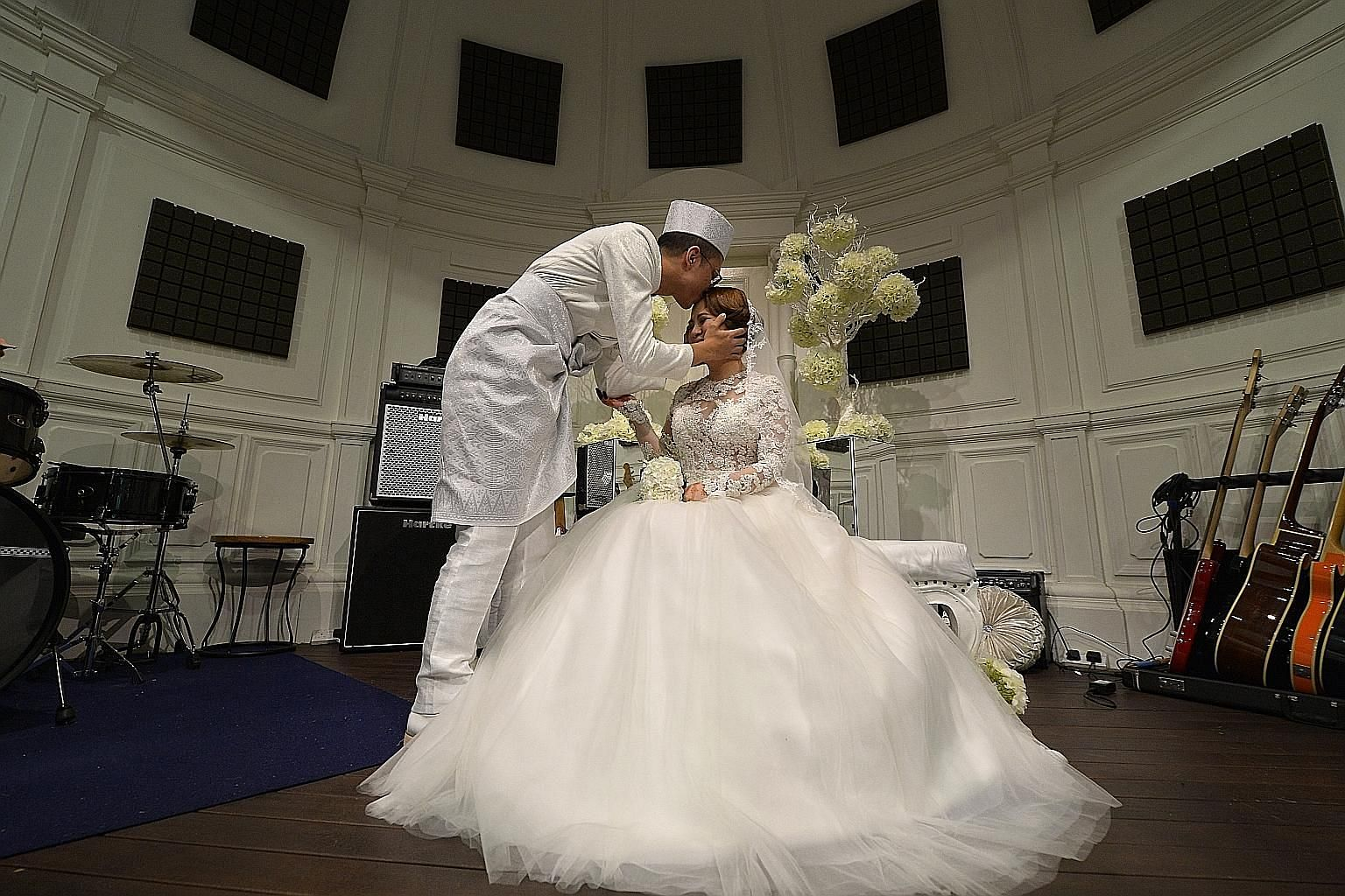 The third winner of Singapore Idol, Sezairi, solemnised his marriage to girlfriend Syaza at a closed-door event for 150 guests at the Timbre Music Academy. The singer had proposed on the set of local historical movie 1965, in which he made his acting