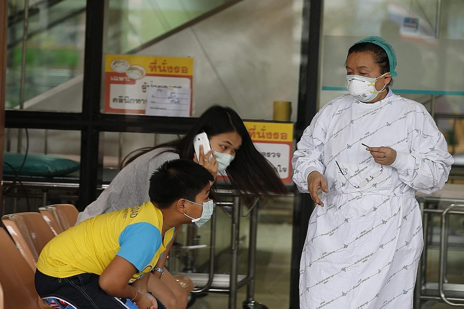 A nurse and visitors wearing masks at the Bamrasnaradura Infectious Diseases Institute on the outskirts of Bangkok yesterday. An elderly Omani who arrived in the Thai capital last Friday has tested positive for the Mers virus.