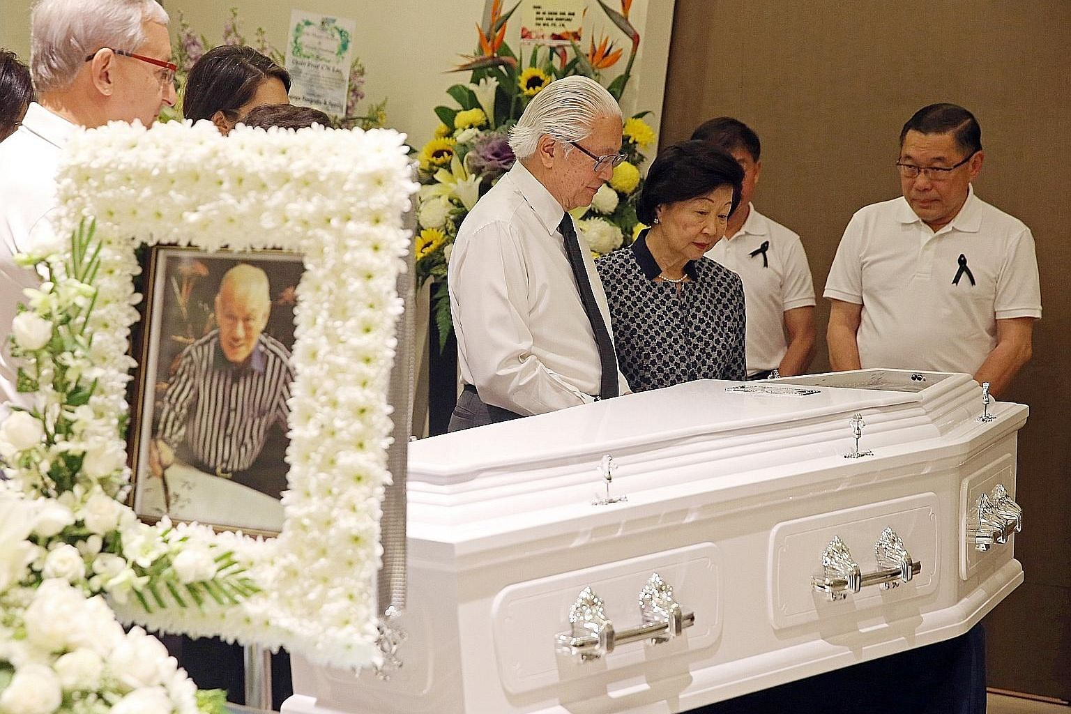 President Tony Tan and Mrs Tan, accompanied by the sons of the late Mr Lee Khoon Choy - Chuen Neng (right) and Chuen Fei (second from right, partially hidden) - at the wake.