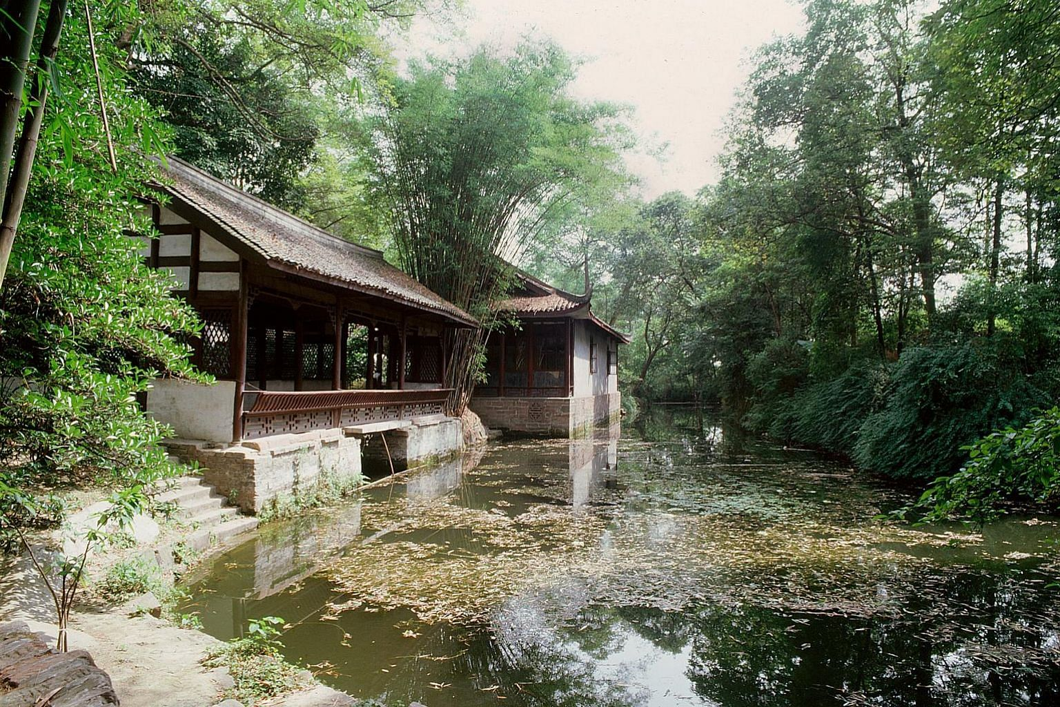 Du Fu Cottage, located in Qiang Village, Fuzhou, which the writer visited. The cottage of Tang dynasty poet Du Fu (above), in Chengdu, Sichuan province.