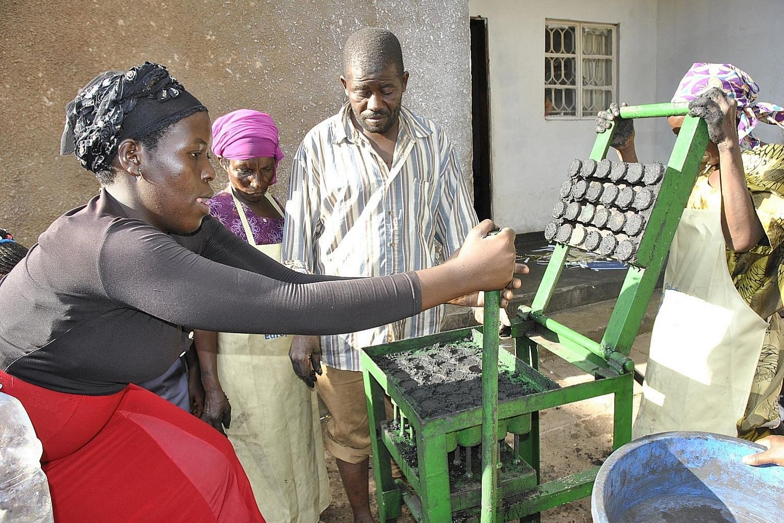Organic waste is used to make a mixture that is pressed into a machine to form the briquettes.