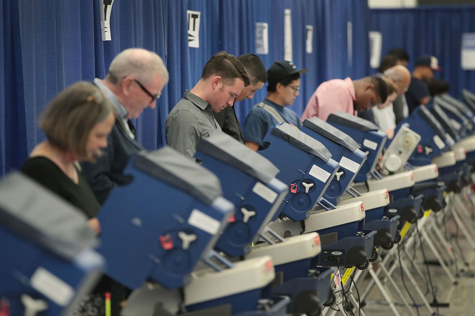 Voters casting ballots for the Nov 8 election at an early voting site on Oct 18, in Chicago, Illinois. Americans who identify themselves as independent make up 40 per cent of the population, outnumbering voters who call themselves Democrats or Republicans