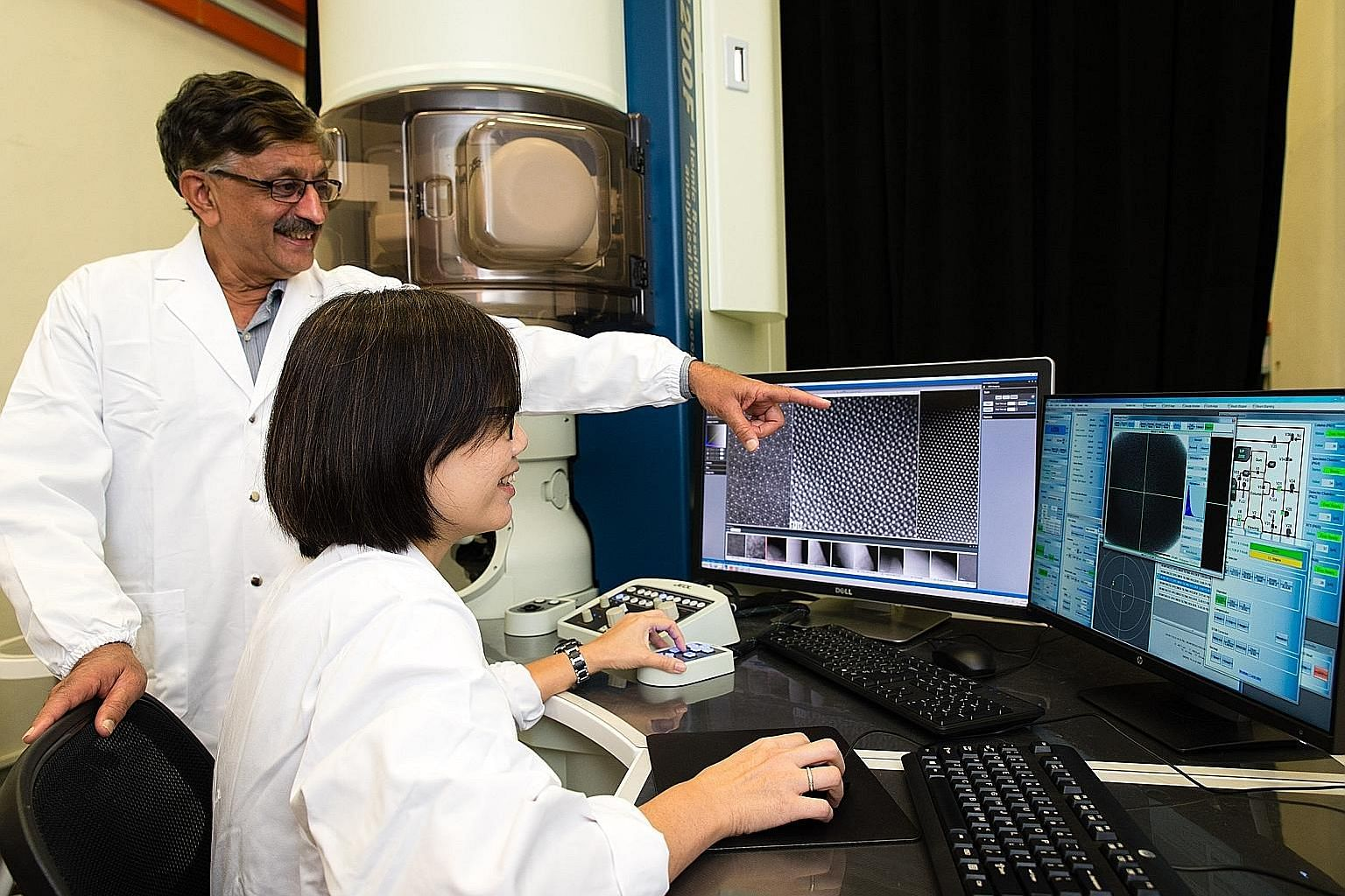 Left: Professor Subbu Venkatraman, chair of NTU's School of Materials Science and Engineering, and Associate Professor Lam Yeng Ming with a transmission electron microscope used to analyse materials at the nanoscale. Right: The machine developed by T