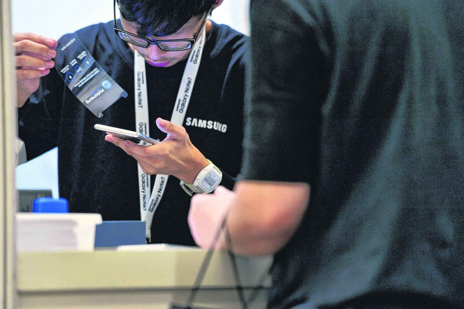 A Samsung representative serving a customer at The Crescent at the Suntec Singapore Convention and Exhibition Centre during the exchange arrangement for the Note7 in September. Globally, 2.5 million units were recalled.