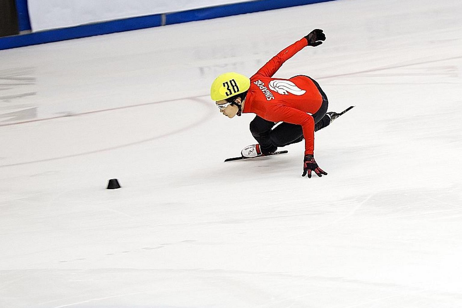 Singapore short track speed skater Lucas Ng in action at the MapleZ Southeast Asian Short Track Trophy yesterday. The 28-year-old won both his events on the first day of the competition, with Malaysian Wong De-Vin behind him.