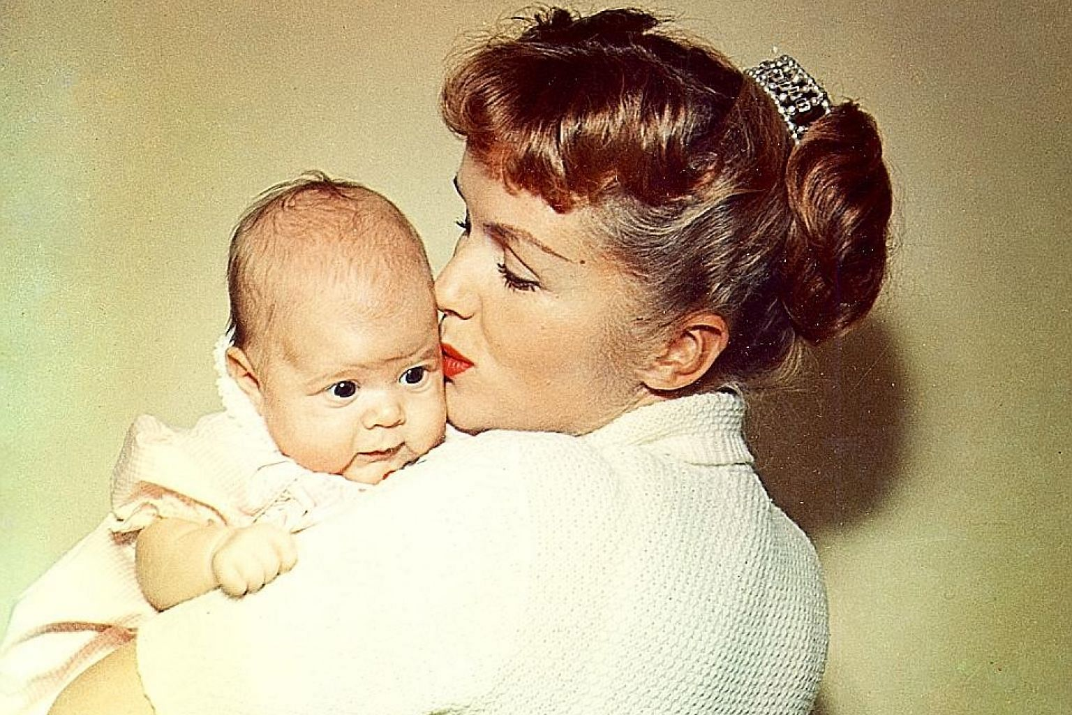 Debbie Reynolds and an infant Carrie Fisher in Bright Lights: Starring Carrie Fisher And Debbie Reynolds.