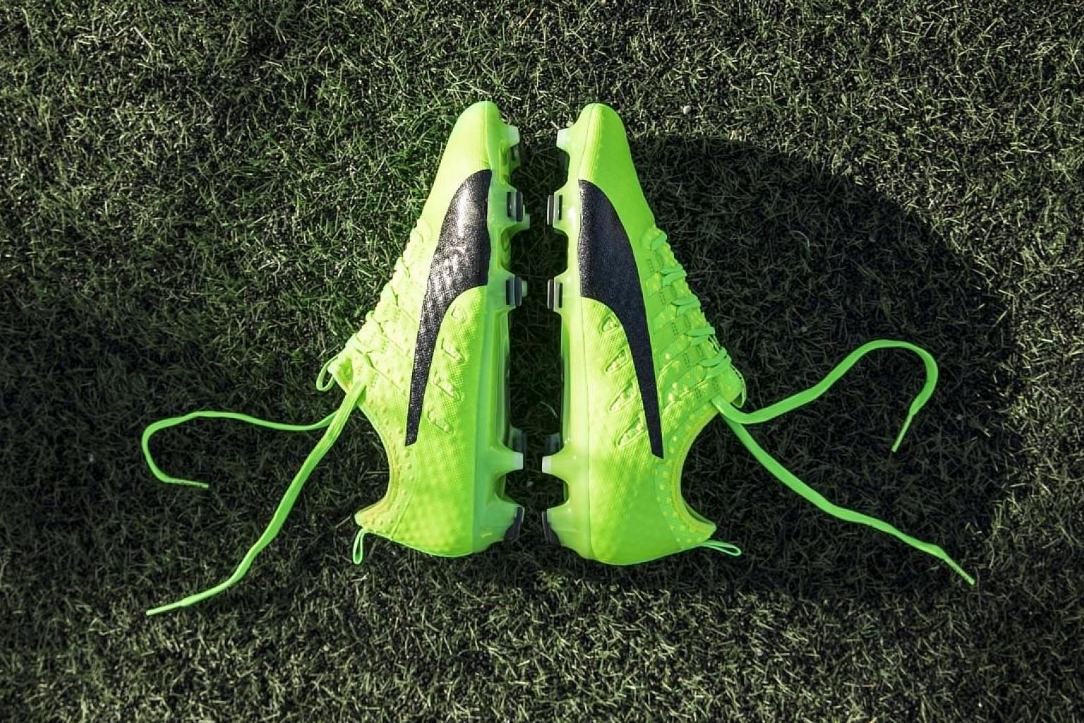 The Vigor 1 is the first in Puma's evoPower family to feature a stretchable Spandex sock construction for an ultra-comfortable slip-on boot with barefoot feeling.