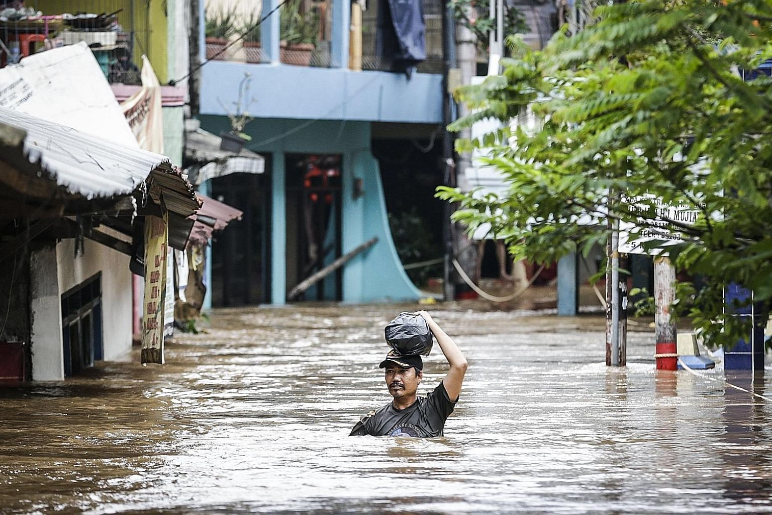 A heavy downpour in Jakarta that started on Monday has unleashed one of the city's worst floods in recent years, causing many to evacuate and schools to shut. There have been no fatalities, although there were about 480 emergency reports related to t