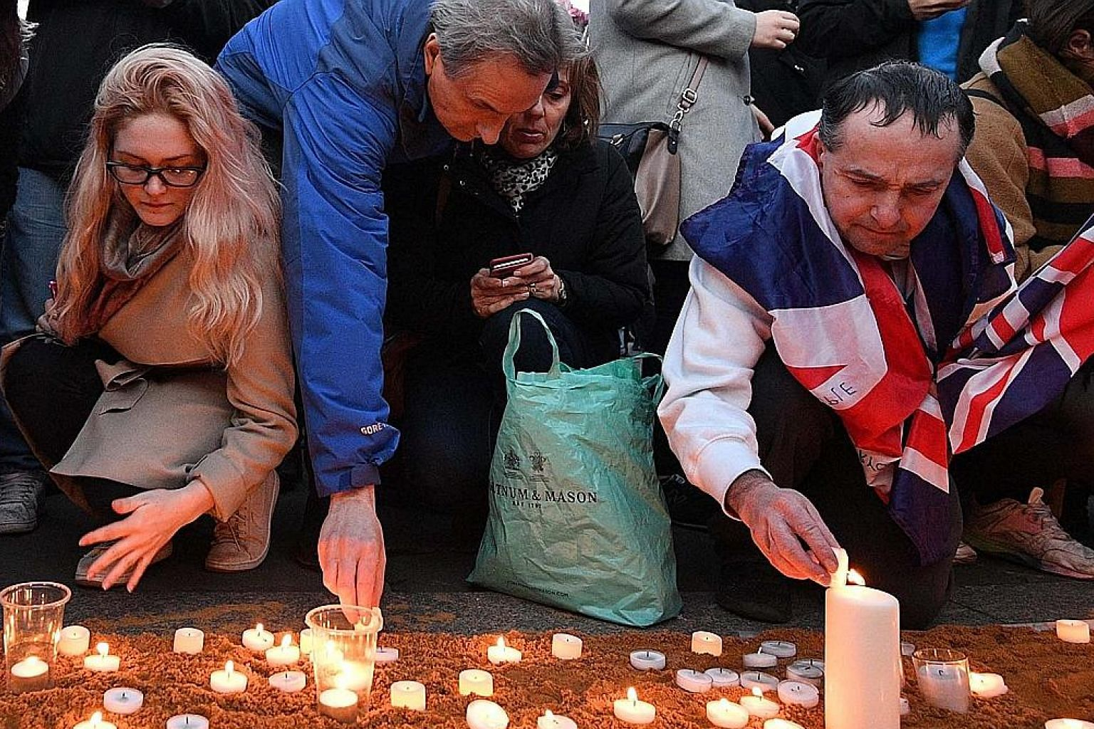 Thousands of people gathered at a candle-light vigil in London's Trafalgar Square on Thursday to pay their respects to the victims of Wednesday's terror attack. Security was tight at the event, which was led by London Mayor Sadiq Khan.