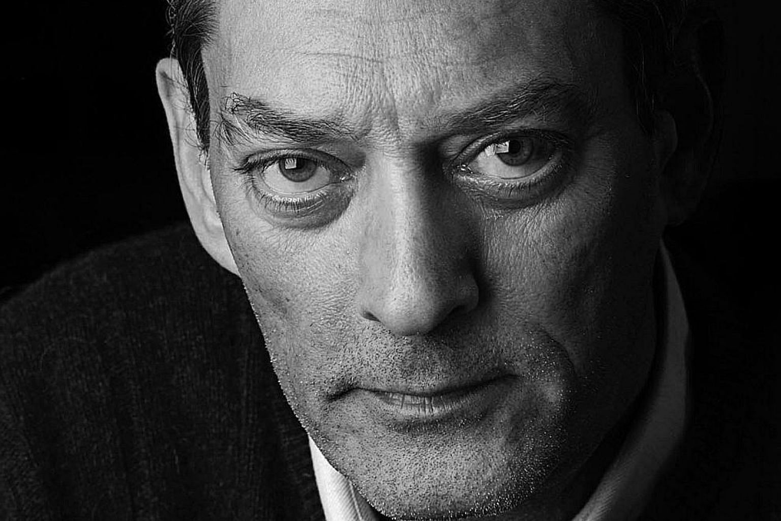 4 3 2 1, an 866-page tome, is the 17th novel of Paul Auster (left).