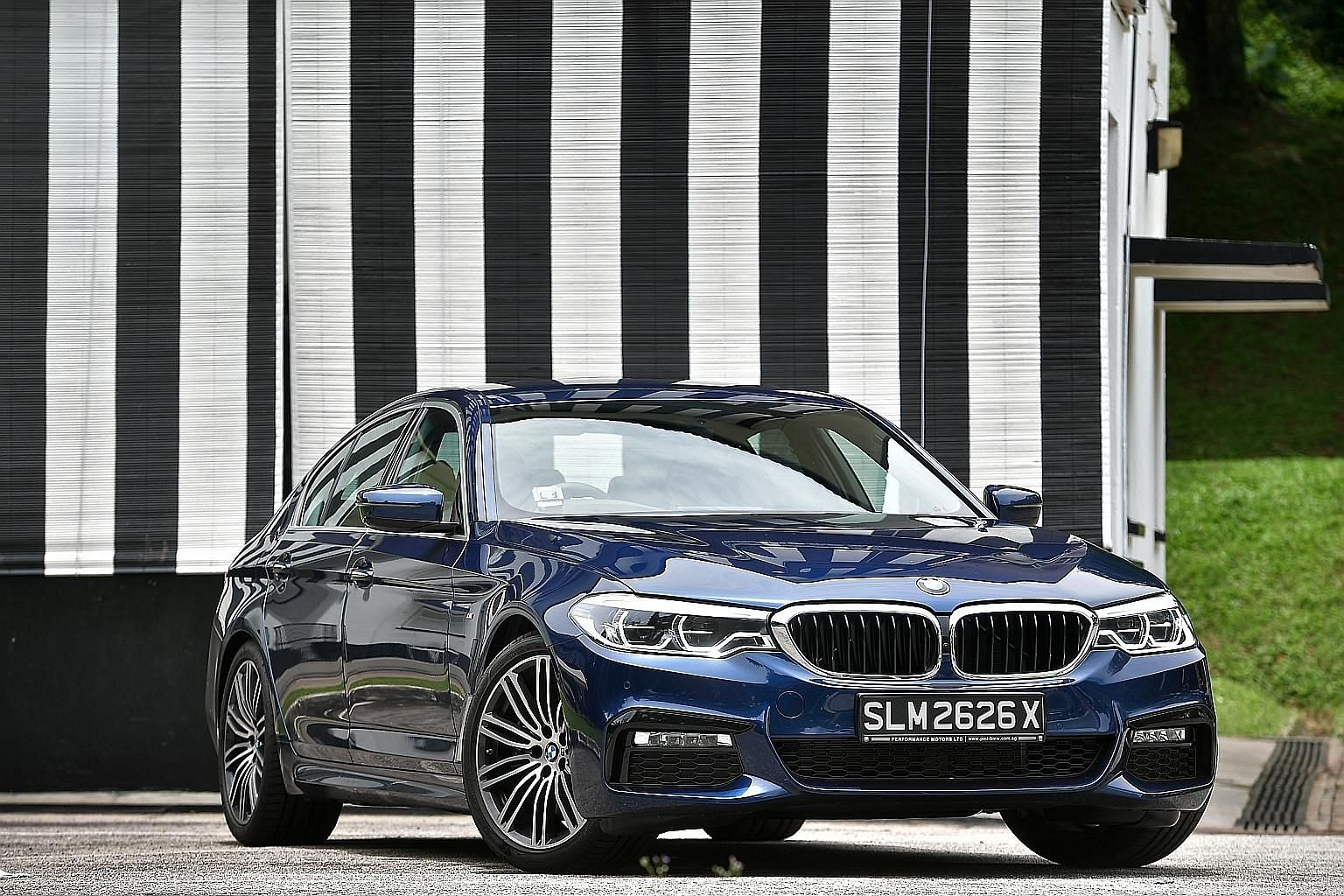 The BMW 530i's steering is effortlessly responsive and its chassis reacts to changes in terrain and dynamic forces with finesse.