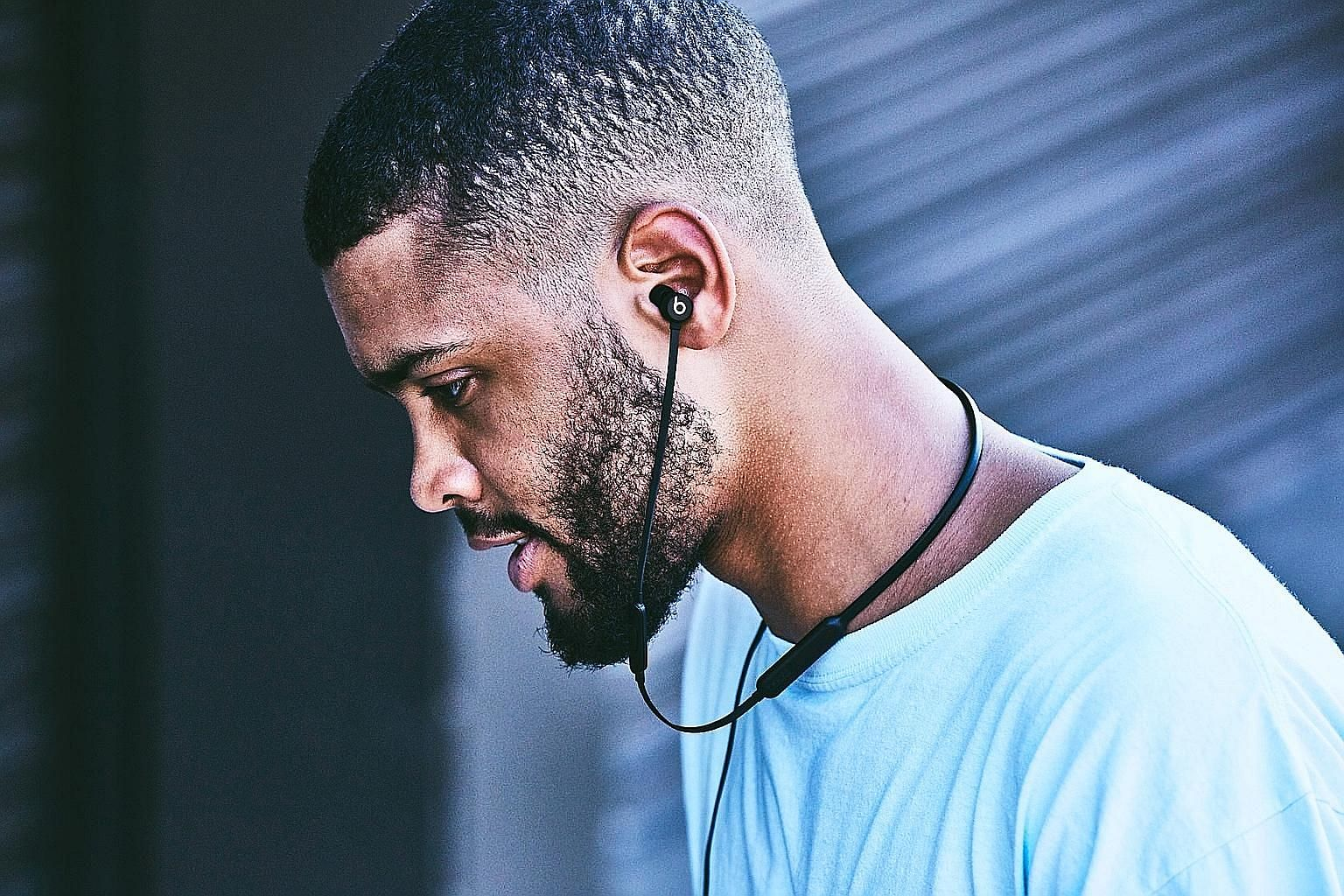 Unlike AirPods' cordless design, the BeatsX looks almost like any neckband-style wireless Bluetooth earphones.