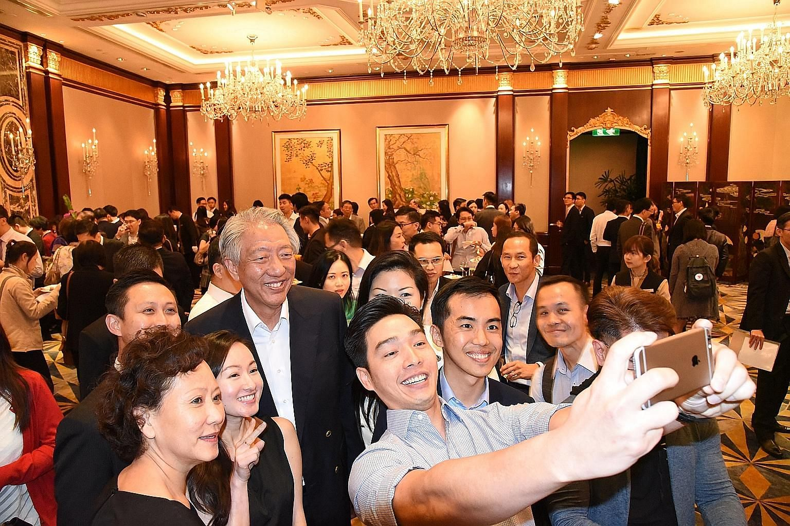 About 250 Singaporeans who are based in Hong Kong attended the event hosted by Consul-General Foo Teow Lee at Island Shangri-La hotel. They got to meet and chat with Deputy Prime Minister Teo Chee Hean.