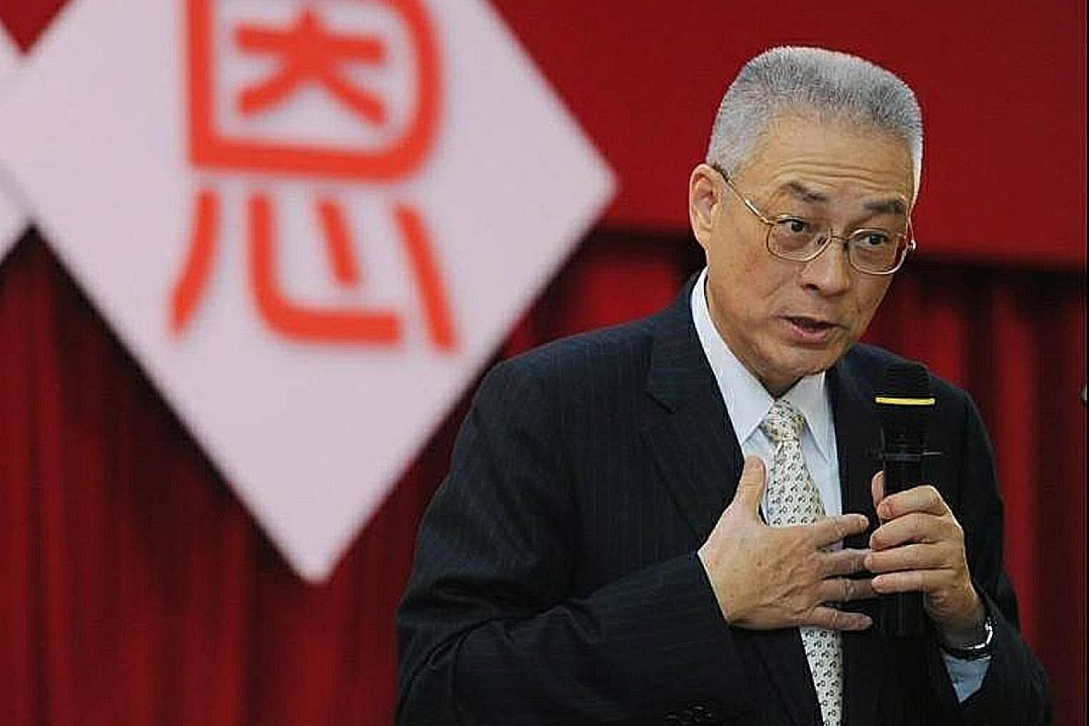 Former vice-president Wu Den-yih garnered the most support from eligible party members, collecting 221,891 signatures.