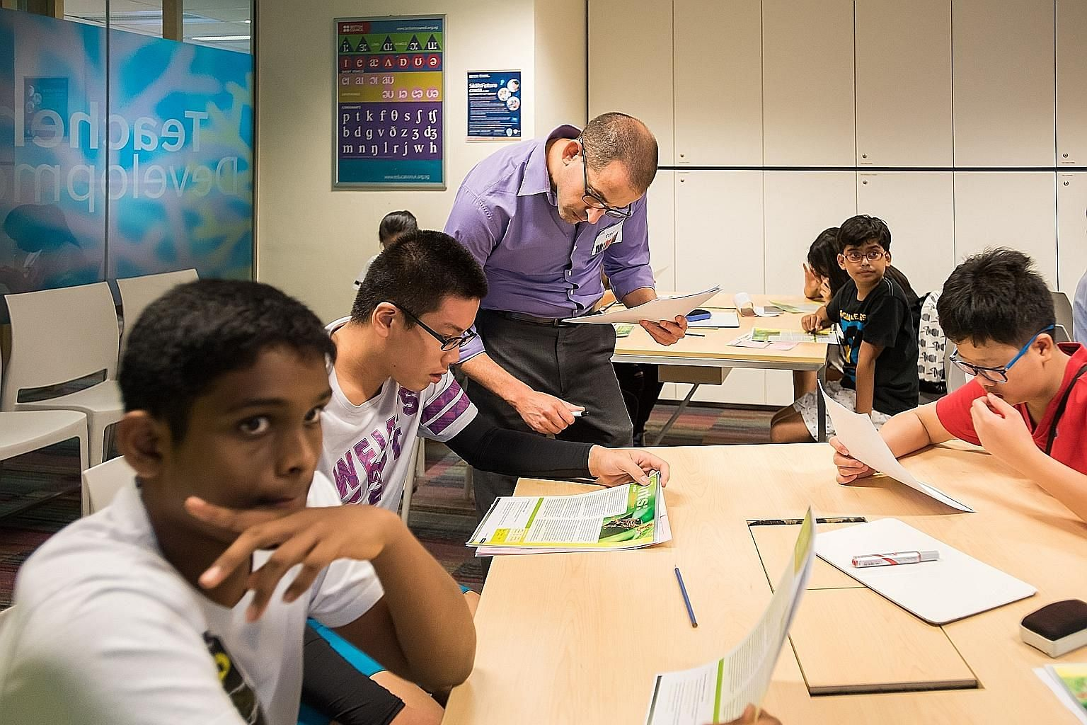 An English enrichment class run by British Council Singapore. The revised curriculum helps students in Sec 1 to 3 hone their comprehension and composition skills. Those in Sec 4 focus on 0-level preparations.