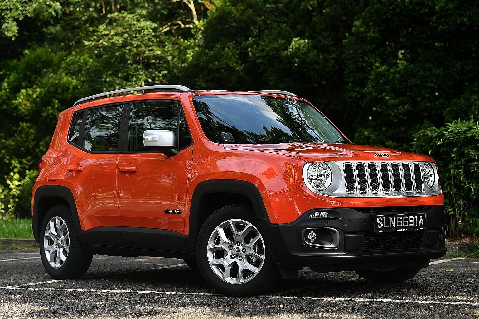 The Jeep Renegade 1.4 comes with a 1.4-litre Fiat- sourced MultiAir2 turbocharged engine that is paired with a six-speed autobox.