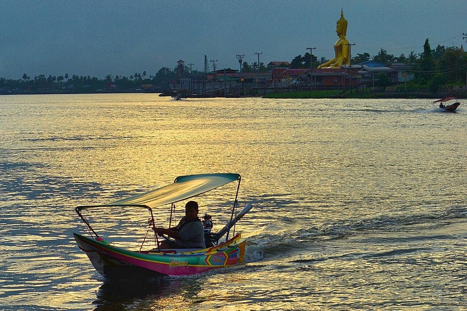 At Bang Krachao, tourists can explore its villages, temples and markets. Go on a boat ride and visit the 4 sq km island of Ko Kret, which looks and feels as if it has been transplanted from the remote Thai countryside. Zoom offers unobstructed views