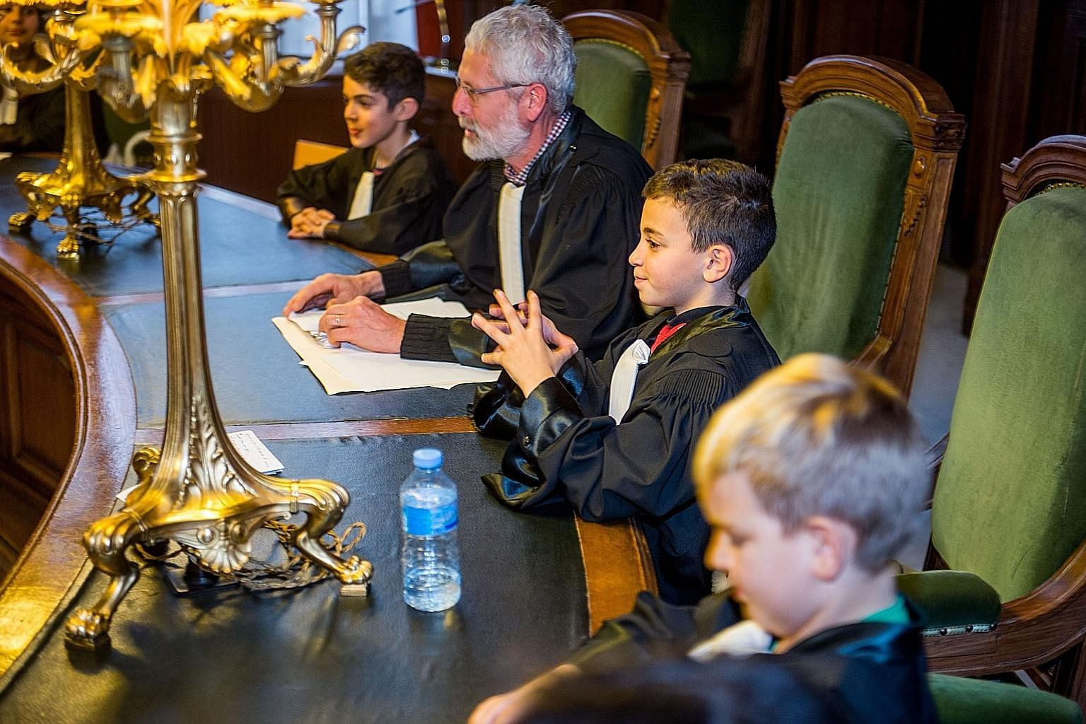Tada gives children from disadvantaged neighbourhoods in Brussels the chance to interact with professionals who introduce them to their trade, be it law, medicine or other disciplines.