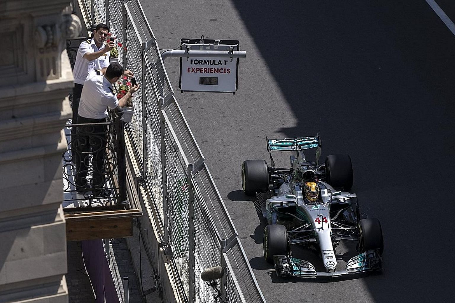 Lewis Hamilton produced a masterful last-gasp lap in qualifying to beat team-mate Valtteri Bottas to pole position for the Azerbaijan Grand Prix. The Ferraris will start on the second row of the grid today.