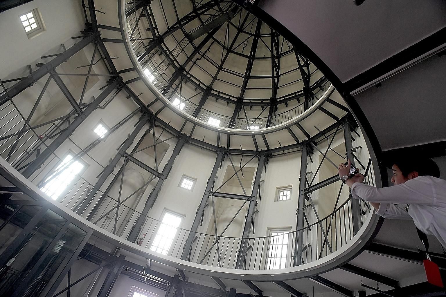 The ArchiGallery's first exhibition features a 360-degree tour of the former Supreme Court's main dome (above) and a similar virtual tour of a passageway leading from the holding cells to a former courtroom (below).